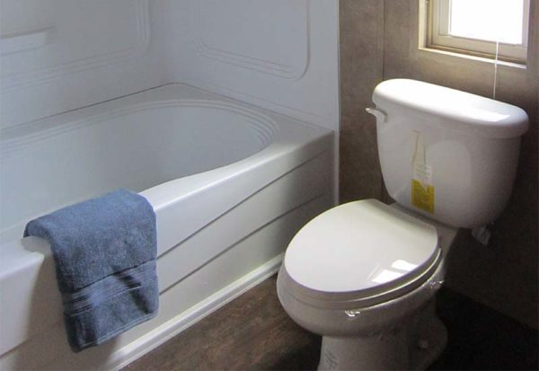 MAX - Mobile Home - Bathroom 2