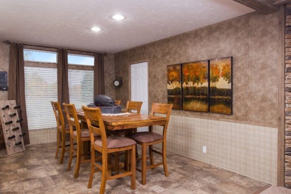Highland Park - Mobile Home - Dining Area